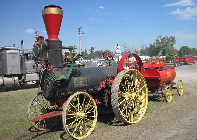 Harrison Makine tarafından yapılmış 1882 yapımı Buhar gücüyle çalışan traktör.